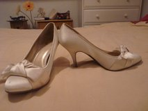 cream coloured shoes with heel in Lakenheath, UK