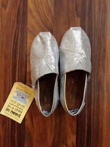 NEW Mismatched Size TOMS Shoes Toddler 10/11 Silver Sparkly in Joliet, Illinois